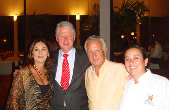 Bill Clinton en la Huaca Pucllana