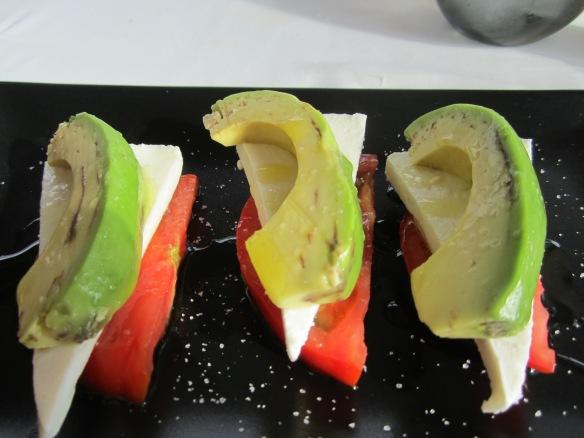 Ensalada de tomate, queso de cabra y aguacate-Cocinar con Milagros